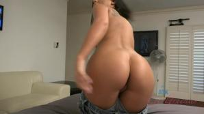 Gianna's eyes and mouth skills make you cum on her feet